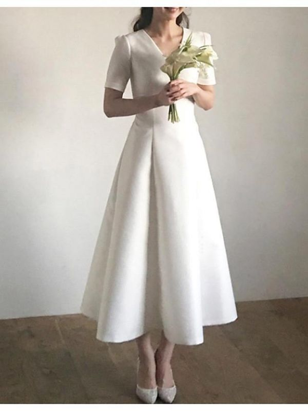 Vintage Plus Size A-Line Wedding Dress V-Neck Satin Short Sleeves Bridal Gowns with Sweep Train