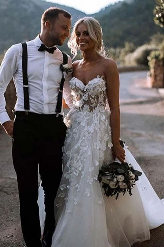 Romantic Strapless White Wedding Dresses With Lace Appliques