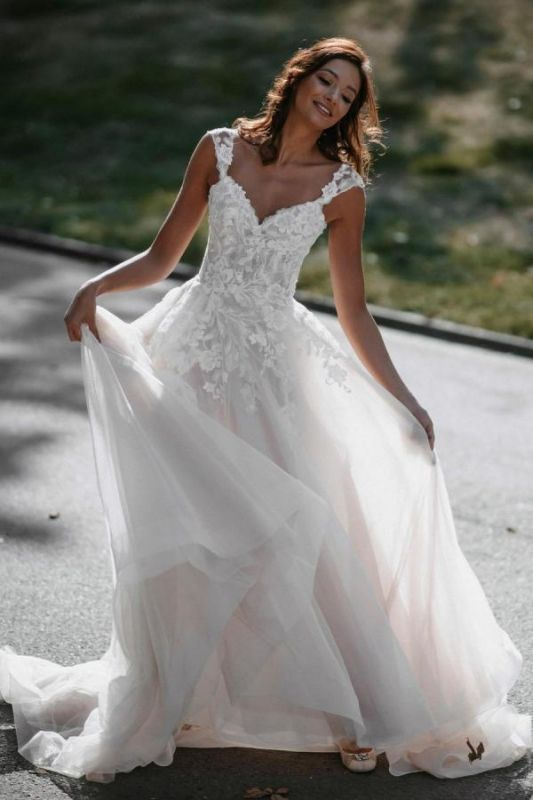 Gorgeous Sweetheart White Tulle Lace Backless  A-Line Wedding Dresses
