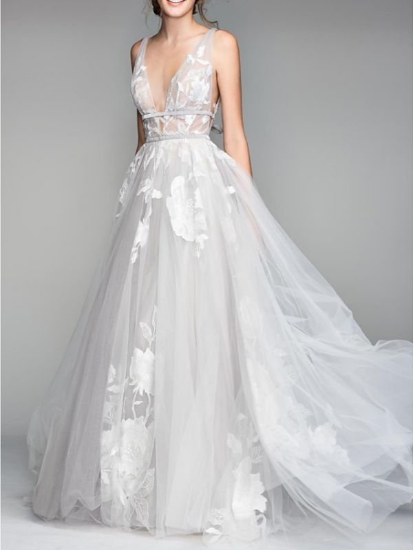 Casual Plus Size A-Line Wedding Dress V-Neck Tulle Sleeveless Bridal Gowns On Sale