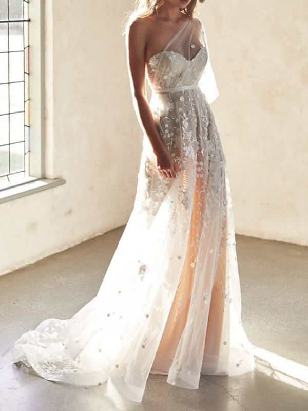 Sexy A-Line Wedding Dresses Sweetheart Lace Sleeveless Bridal Gowns Wedding Dress in Color See-Through Court Train
