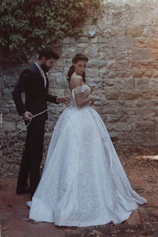New Arrival Off-the-Shoulder Lace Wedding Dresses 2020 Crystal Lace-Up Ball Bridal Gowns