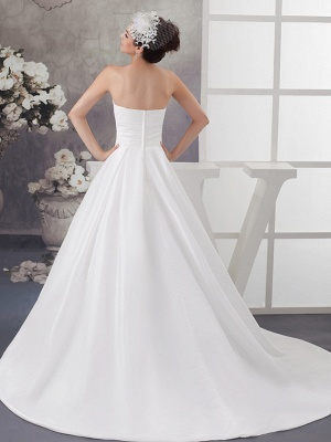 A-Line Wedding Dress Strapless Satin Strapless Bridal Gowns with Chapel Train_3