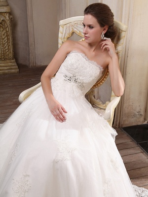 Princess A-Line Strapless Wedding Dress Scalloped-Edge Satin Tulle Sleeveless Bridal Gowns with Chapel Train_5