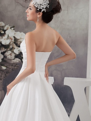 A-Line Wedding Dress Strapless Satin Strapless Bridal Gowns with Chapel Train_5
