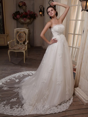 Princess A-Line Strapless Wedding Dress Scalloped-Edge Satin Tulle Sleeveless Bridal Gowns with Chapel Train_2