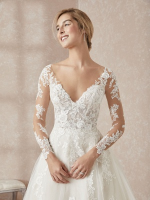 Elegant Long Sleeves White Floor-Length Wedding Dress With Lace Appliques_3