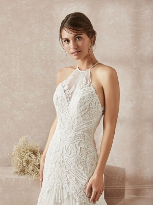 Elegant Halter White Long Wedding Dress With Lace Appliques_3