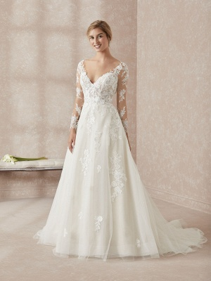 Elegant Long Sleeves White Floor-Length Wedding Dress With Lace Appliques_1