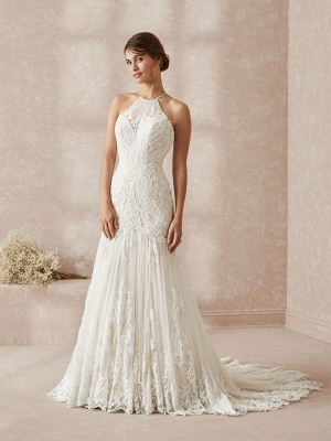 Elegant Halter White Long Wedding Dress With Lace Appliques