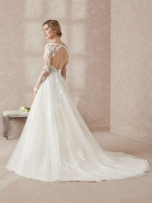 Elegant Long Sleeves White Floor-Length Wedding Dress With Lace Appliques_2