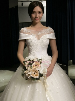 Puffy Lace-Applique Wedding Dresses 2020   Scoop Cap-Sleeves Exquisite Gowns_3